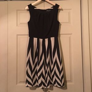 Connected Apparel Black Beige Sleeveless Dress